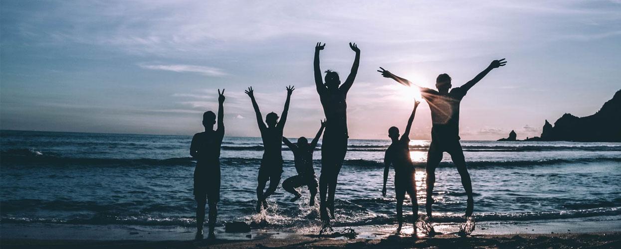 Amis sur la plage de La Réunion