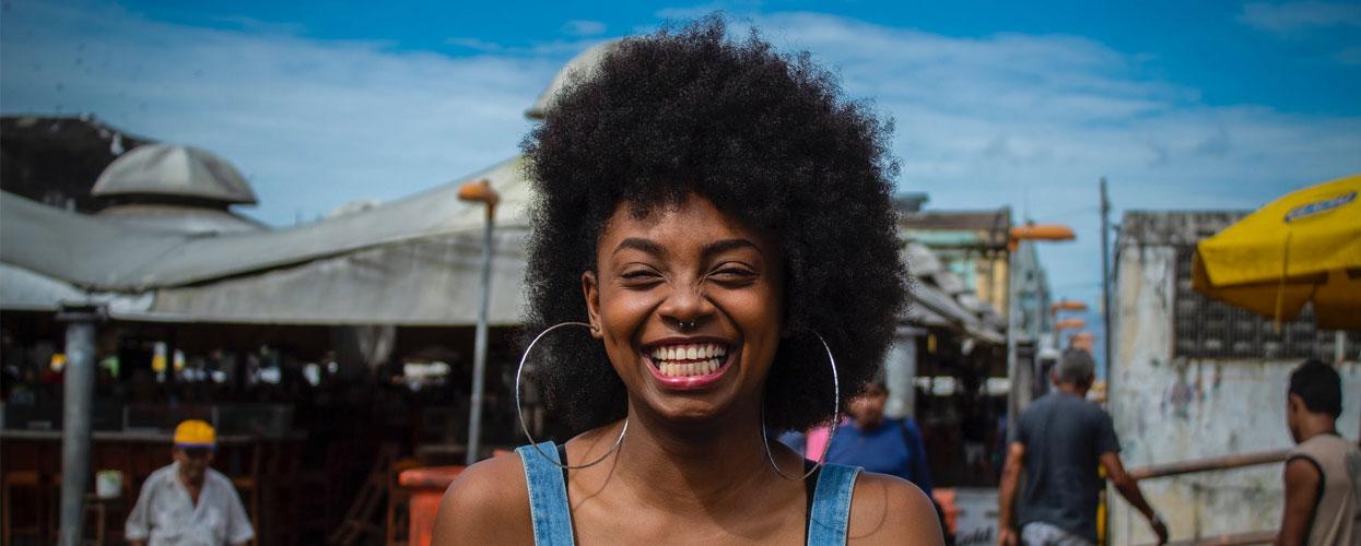 Femme créole avec le sourire