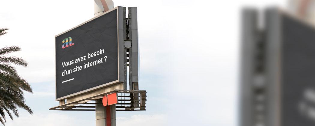 Publicité DoubleA sur un panneau
